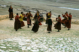 dance exercice by Reting monks