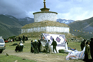 pilgrim summer tents near the Reting old chorten